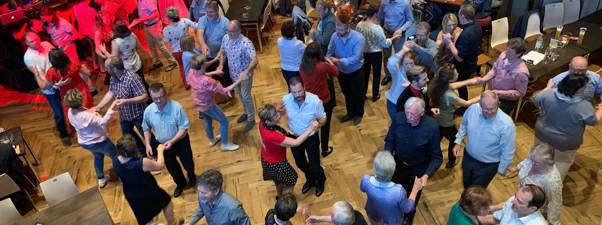 Tanzabend im Löwensaal